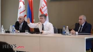 Գյումրիում վարչապետը հանդիպել է համայնքապետերի հետ