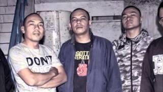 Under 18 -  Loyalitas (Lyrics Video)