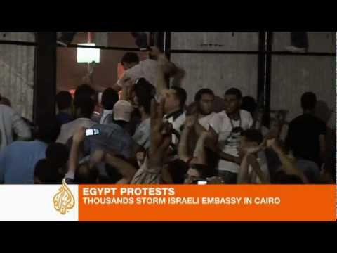 Crowds attack Israel embassy in Cairo