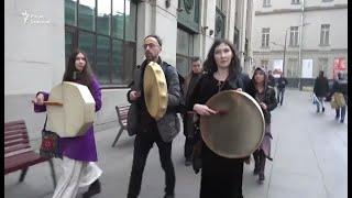 'Изгнать темные силы из Кремля!'. Акция в поддержку якутского шамана Александра Габышева