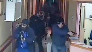بالفيديو| لحظة مداهمة جنود الاحتلال مستشفى في الضفة الغربية وقتل فلسطيني