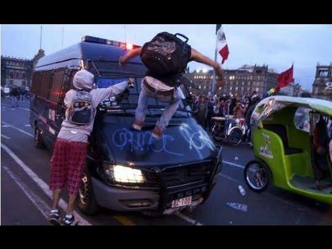 Enfrentamiento Anarquistas vs la Policia del DF en la marcha del 2 de octubre del 2012