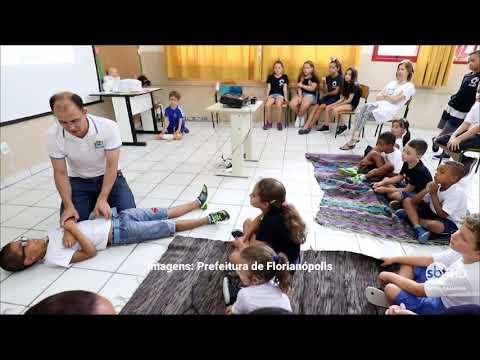 Secretaria Municipal de Educação ensina crianças a salvar vidas nas escolas de Florianópolis
