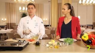 Завтрак на 7 с «KADORR Restaurant». Салат из клубники с рукколой
