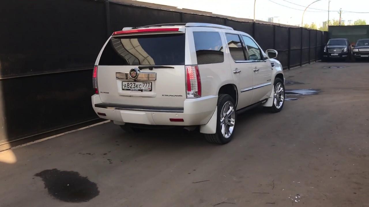 Cadillac Escalade в движении