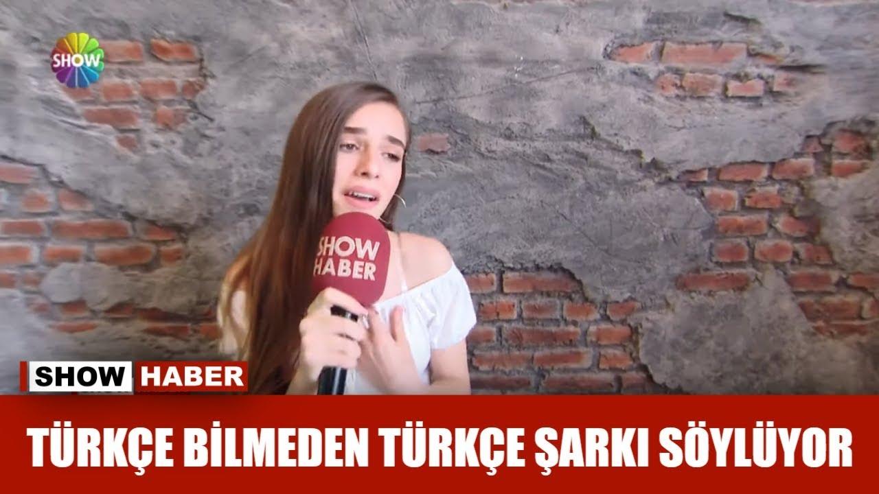 Türkçe bilmeden Türkçe şarkı söylüyor