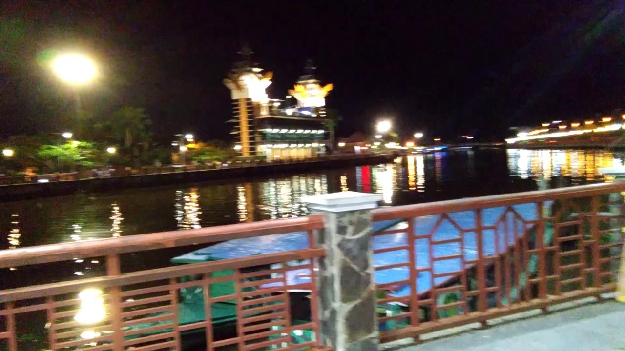 suasana di kota banjarmasin pada malam hari
