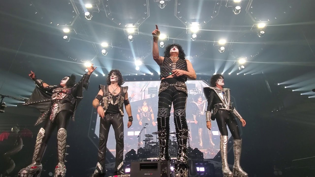 KISS Bow in Houston