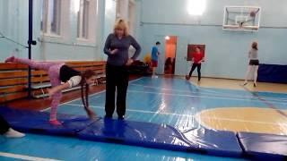 Я на тренировки лёгкой атлетике делаю гимнастические упражнения