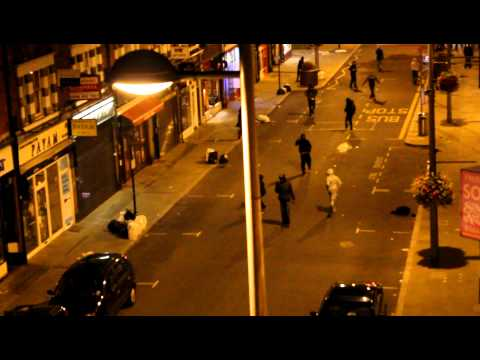 London ealing riots, stand off!!!