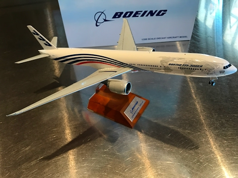 "Unboxing JC Wings 1:200 ""World Tour"" Boeing 777-300(ER), N5017V Roll Out Livery."