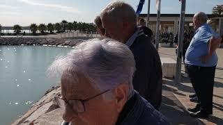 L'omaggio in mare a Peppino Marinucci