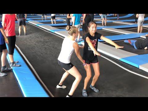 Turnstunde mit Haley beim Fantreffen 😍 im Superfly Hannover 😈 Mitarbeiter vs. Haley 😈