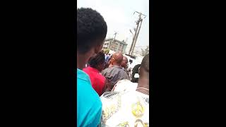 vuclip Live Shooting of a Thief, by police men... too hot!!! Lagos Nigeria