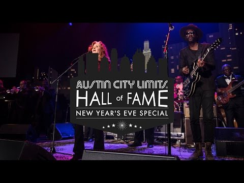 """ACL Hall Of Fame New Year's Eve: Bonnie Raitt & Gary Clark Jr. """"The Thrill Is Gone"""""""