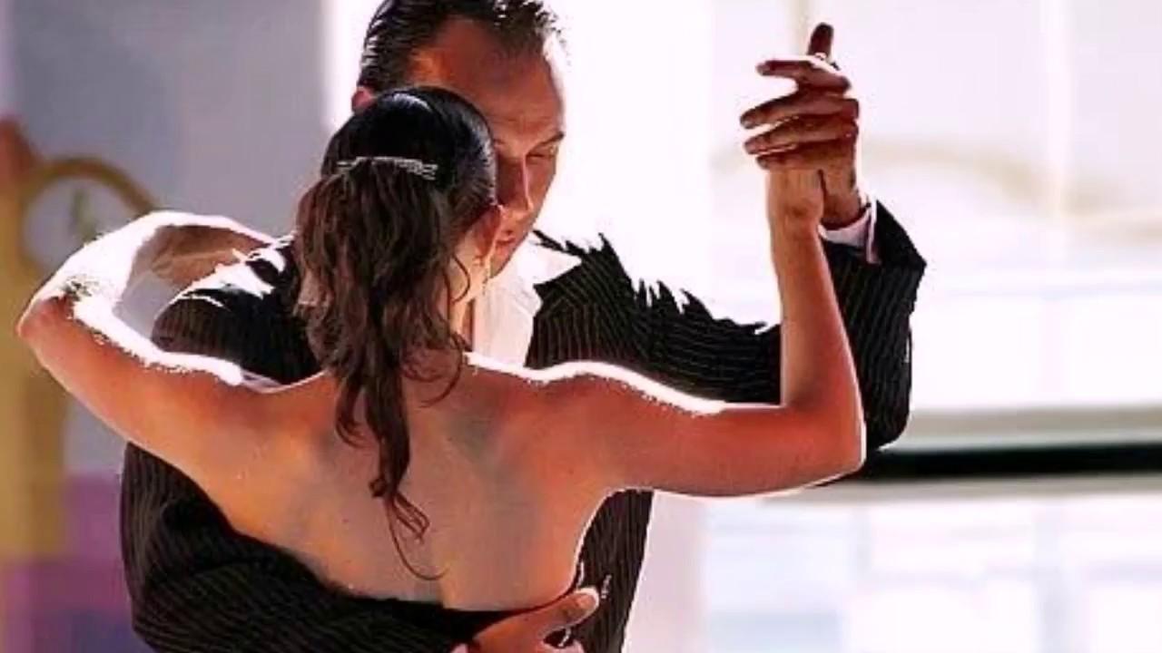 Распускал руки в танце прикасался к интимным местам