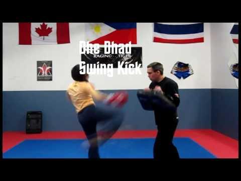Muay Thai training Ellen Wong with kru Sean