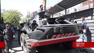 Տեսանյութ, թե ինչպես ոստիկանները զրահատեխնիկան և փշալարերը մեծ դժվարությամբ մոտեցրին ՀՀԿ գրասենյակին