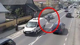 Un biciclist se izbește cu viteză într-o mașină