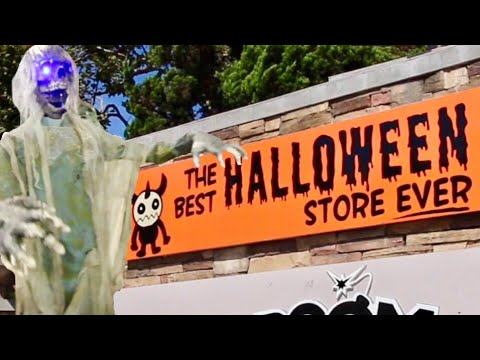 the best halloween store ever haunted house displays walk thru