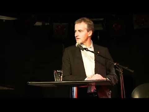 Jonas Gahr Støre holder foredrag på UiA