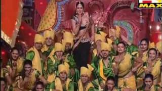 katrina kaif performing on sheila ki jawani in typical local style @ stardust awards 2011