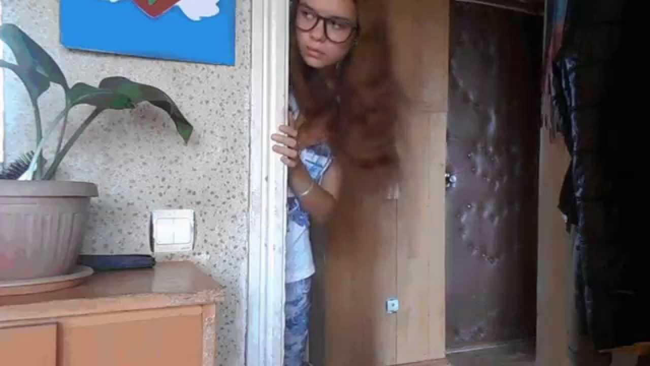 studentka-ostalas-odna-doma-dvoe-parney-i-sisyastaya-devushka