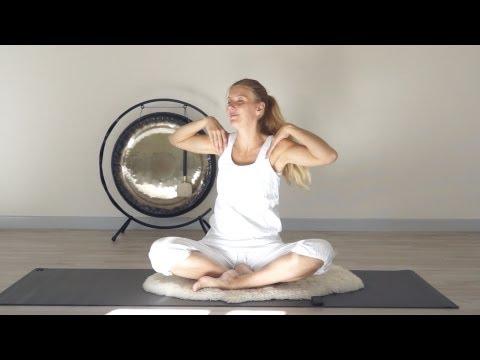 Online yoga med Helle: Basic Spinal Series, Kundalini Yoga DANSK ved YogaRollinger Esbjerg