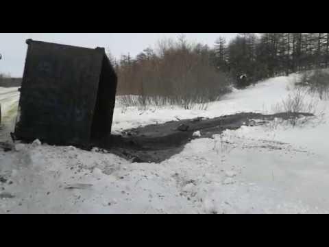 На Сахалине произошел разлив нефтеотходов рядом с поселком Вал