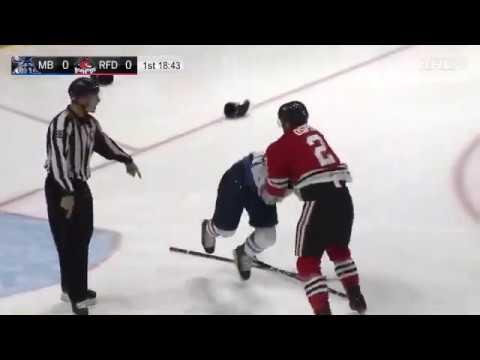 Российский хоккеист нокаутировал американца и покинул лед под овации!