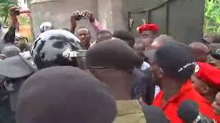 Bobi Wine is under house arrest!!! Aganiddwa okufuluma ekikomera