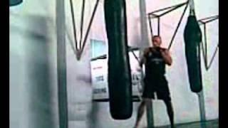 Боксерский мешок развивает силовую выносливость(Боксеры практикуют много вариантов работы с мешком. Поэтому старайтесь их чередовать на разных занятиях...., 2010-10-16T14:53:04.000Z)