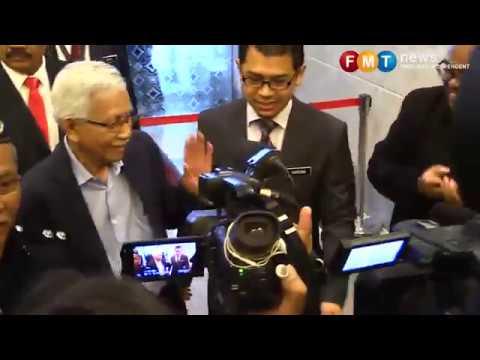 Mahathir, Daim hadir beri keterangan