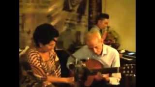 Trộm nhìn nhau-ca sĩ Phương Dung-nhạc sĩ Lê Duyên đệm ghita