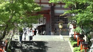 鞍馬駅から5分程で、仁王門が見えてきます。 この仁王門を入ると鞍馬寺...