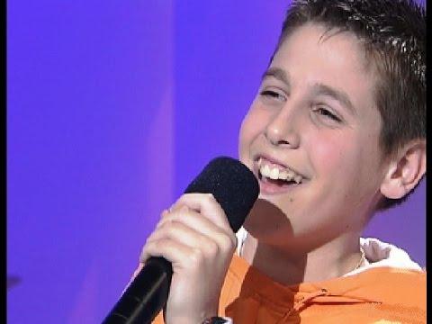 Antonio José canta