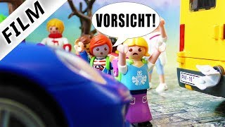 Familie Vogel: KIND FAST ÜBERFAHREN! JULIAN ALS RETTER IN NOT - Playmobil Film Deutsch