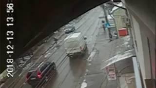 Accident provocat de un inconștient care depășește pe trecerea de pietoni