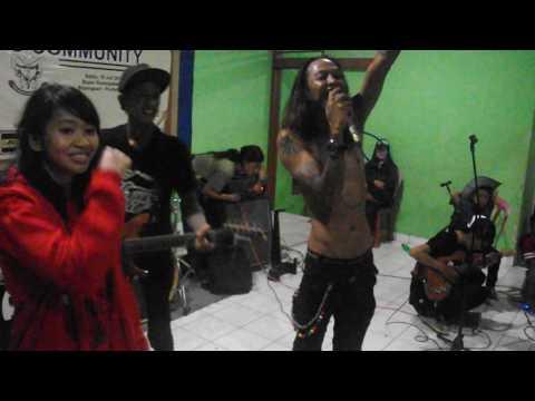 Goyang Ngebor Ngepas Stones feat Slanky Purbalingga-Orkes Sakit Hati (Slank Cover)