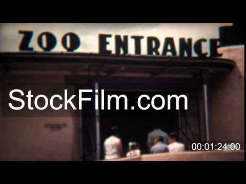 1972: Retro zoo entrance sign attracts animal loving visitors. COLORADO SPRINGS, COLORADO