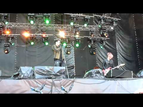 Adam Lambert - Music Again (live in Moscow) 28/05/11