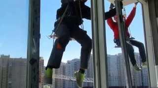 Замена стеклопакета 120кг на 12 этаже в Питере(http://petren6464.wix.com/rabotyagi Замена стеклопакета в многоэтажке Питер 12 этаж.Вес его составлял примерно 120 кг.Альпини..., 2015-05-17T16:03:23.000Z)