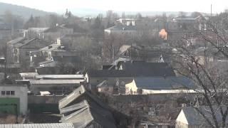 Чимишлия с крыши недостроенной школы