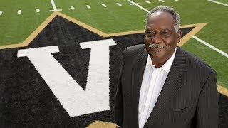 David Williams stepping down as vice chancellor, athletics director