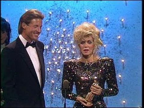 Tom Berenger Wins Best Supporting Actor Motion Picture  Golden Globes 1987