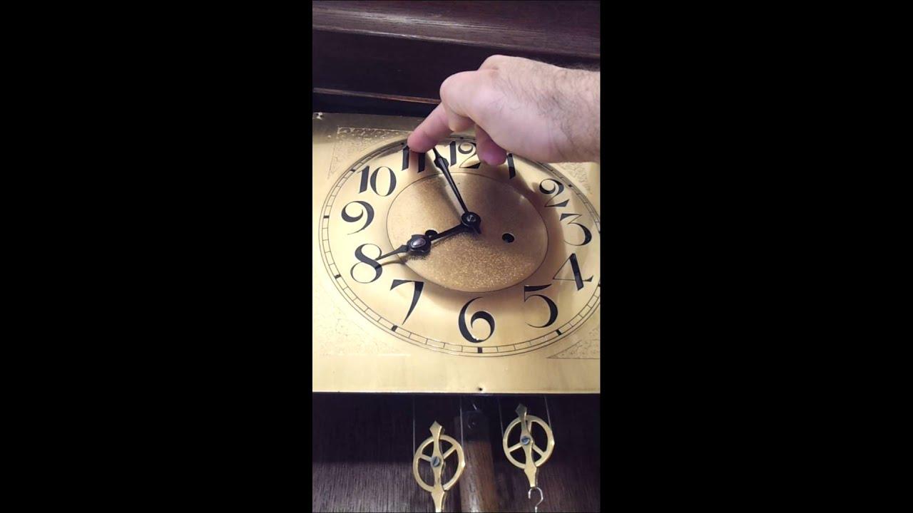 Antiguo reloj de pared ingles a pendulo y tanza youtube for Relojes de pared antiguos de pendulo