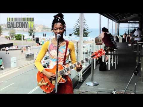 FATOUMATA DIAWARA - SOWA (BalconyTV)