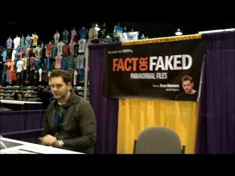 Wizard World's Anaheim Comic Con Day 1 Searching f...