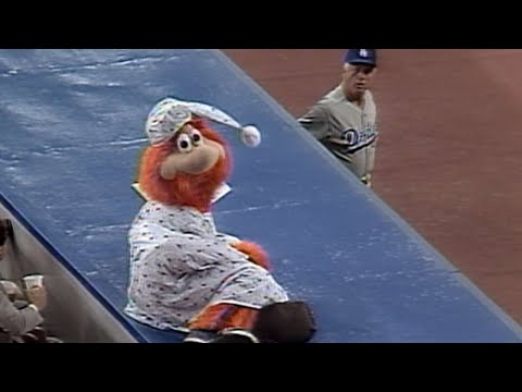 LA@MON: Lasorda gets Youppi! tossed from the game