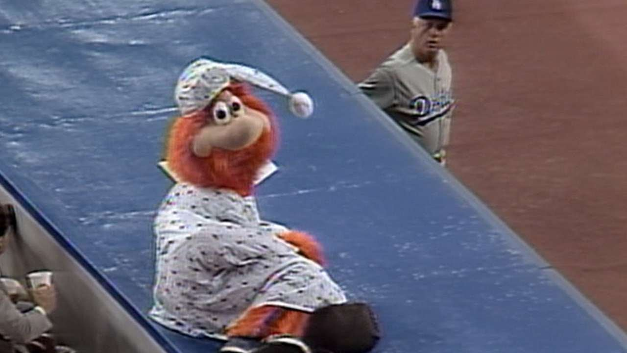 Lasorda gets Youppi! tossed from the game  8-23-89